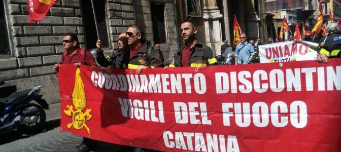 """Catania. I vigili del fuoco chiedono """"diritti e rispetto!"""""""