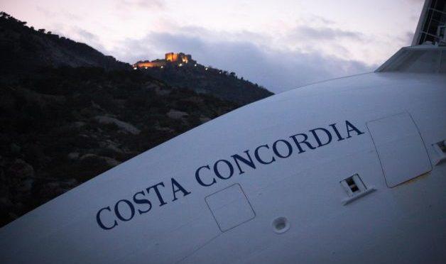 Costa Concordia: la 'movida' galleggiante